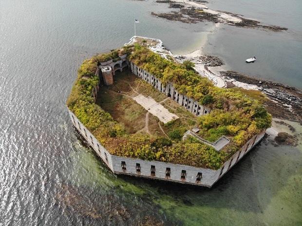 Fuerte abandonado del siglo XIX