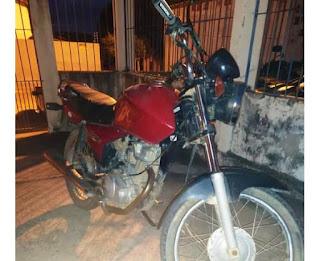 Moto com restrição de roubo/furto