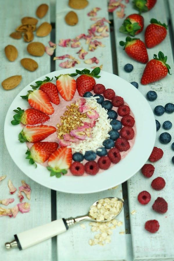 smoothie bowl, smoothie de frutas del bosque