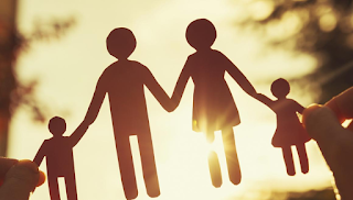 Οικογένεια είναι οι άνθρωποι που σε αγαπούν, σε νοιάζονται και σε φροντίζουν