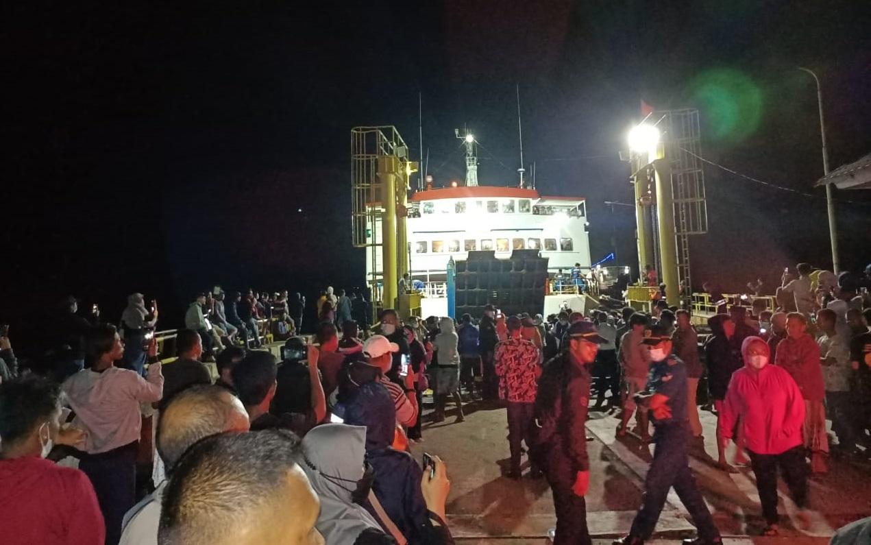 Alhamdulillah, KM. Bontoharu Sandar di Pelabuhan Pamatata, 300 Penumpang Selamat