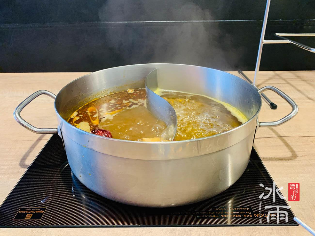 五種湯頭選兩種,建議一個辣一個不辣!
