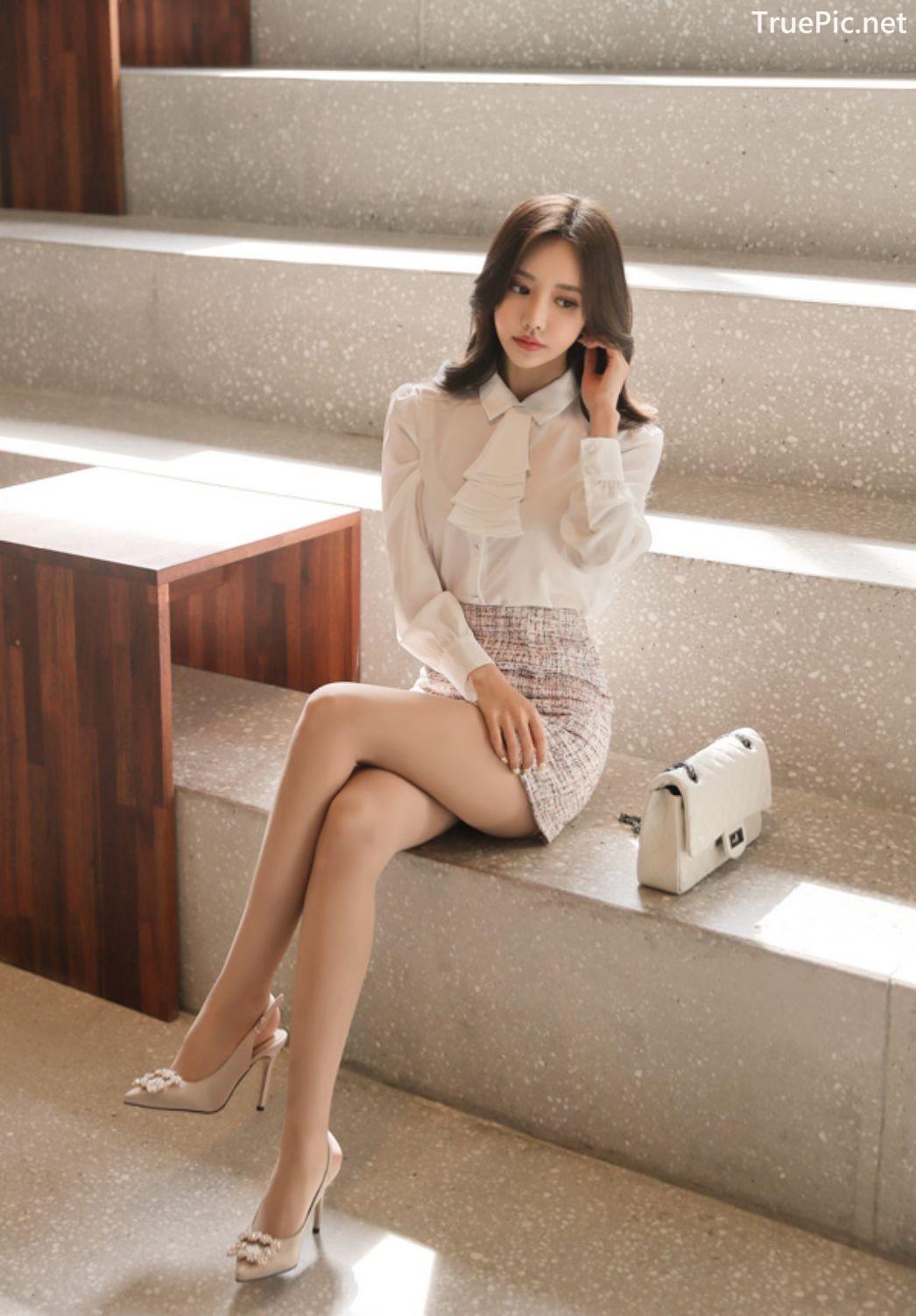 Image-Hot-Korean-Fashion-Model-Son-Yoon-Joo-She-So-Lovely-With-Miniskirt-TruePic.net- Picture-1