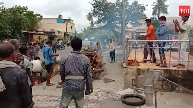 Tak Sanggup Bayar Biaya Kremasi di Rumah Sakit, Jasad Pria Ini Akhirnya Dibakar di Pinggir Jalan