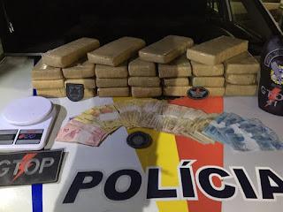 25 tabletes de maconha na casa de suspeitos de tráfico em São Sebastião