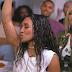 """Os anos 90 estão de volta no clipe de """"Way Back"""", das TLC (sim, elas mesmo!)"""