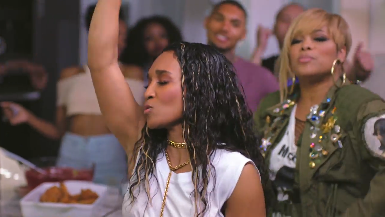 Um dos maiores grupos femininos do R&B, TLC lançará neste ano o seu último disco, contando com a participação de Snoop Dogg neste primeiro single.