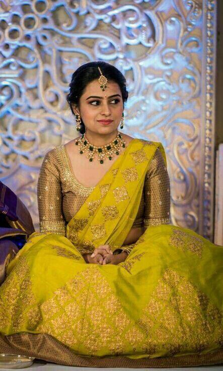Bride in Rich Emerald Pachi Choker