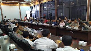 Audiensi Dengan DPRD Kabupaten Cirebon AMPC Dan FSCM Berakhir Kesempatan