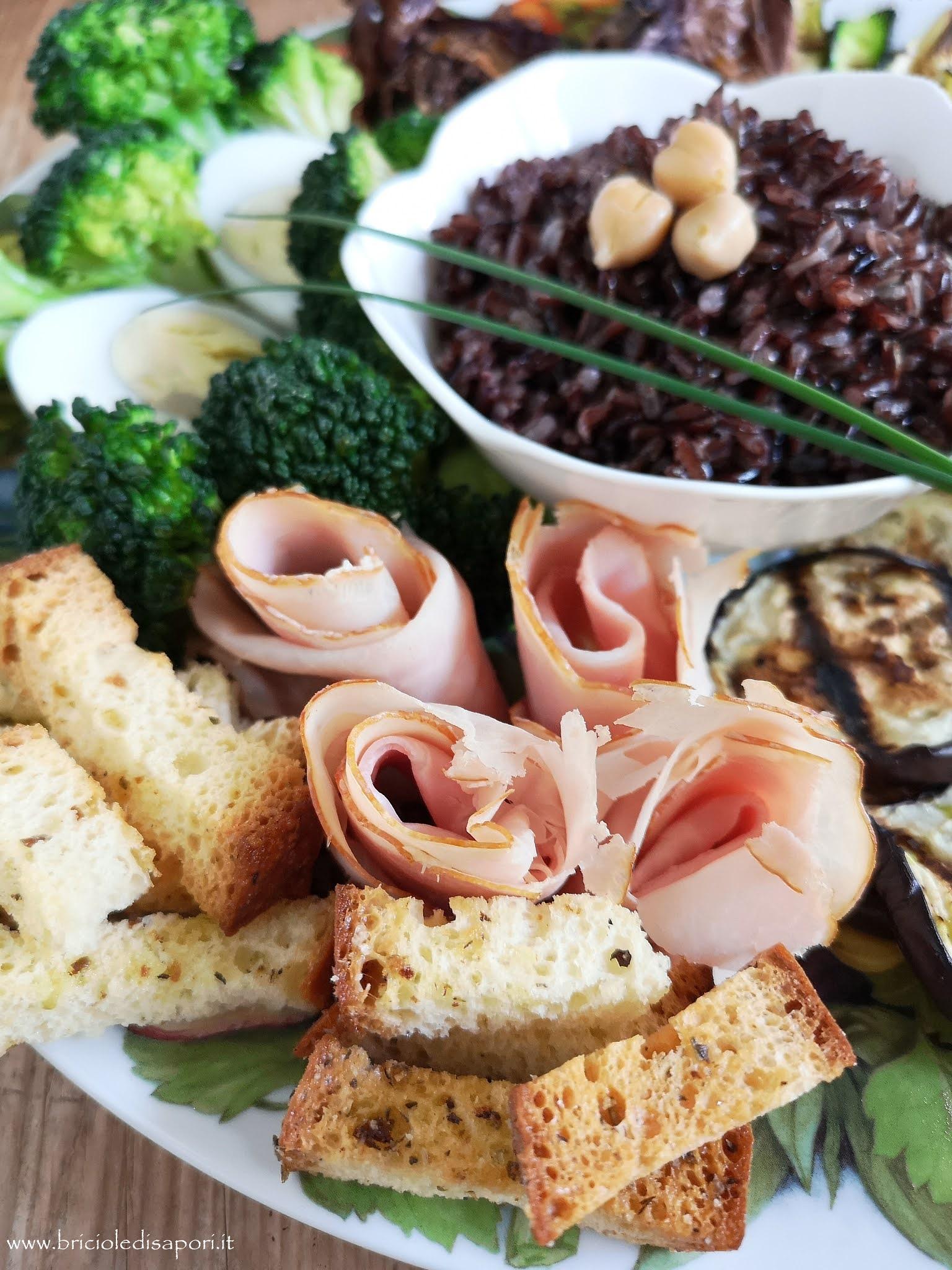 verdure miste con hummus e riso nero integrale