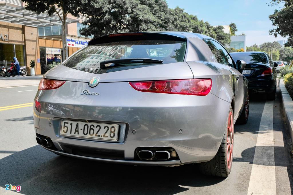 Bắt gặp Alfa Romeo Brera hàng hiếm hơn 10 năm tuổi tại TP.HCM