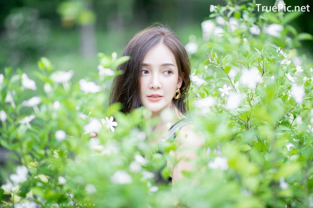 Image-Thailand-Model-Rossarin-Klinhom-Beautiful-Girl-Lost-In-The-Flower-Garden-TruePic.net- Picture-1