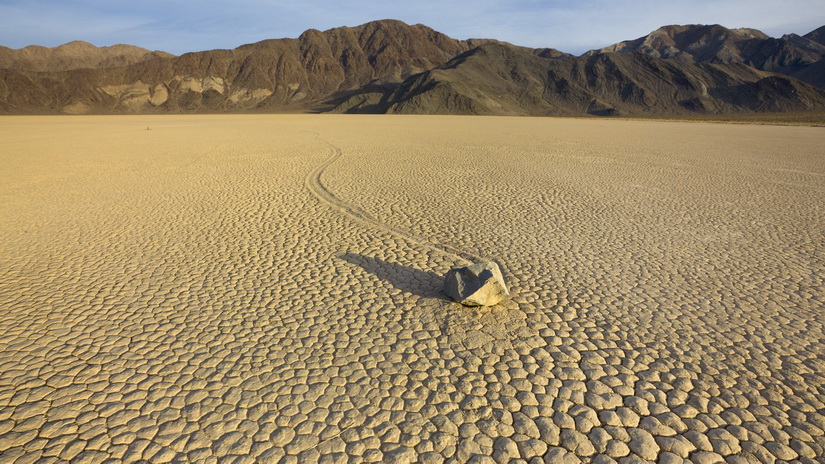 Image result for Κινούμενες πέτρες - death valley, California