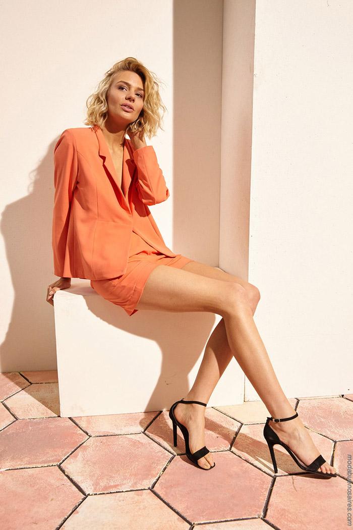 Trajes de mujer moda primavera verano 2020.
