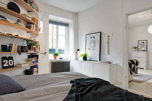 detalle estantería curva a medida en el dormitorio