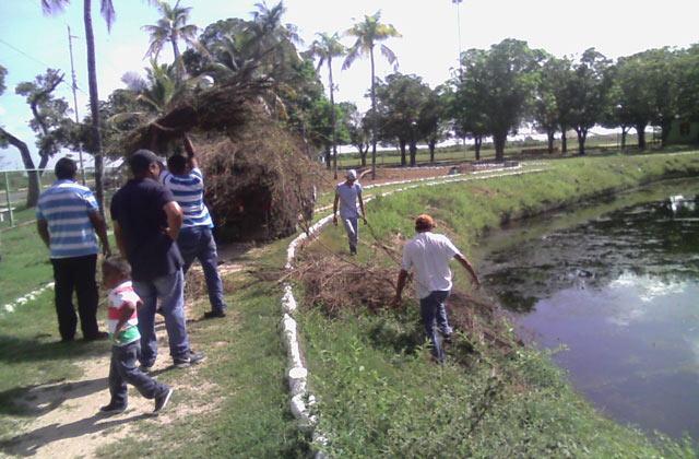 bloqueros-realizaron-segunda-jornada-limpiea-parque-ramon-valbuena