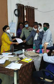 पंचायत सचिव संघठन ने लंबित मांगों को लेकर मुख्यमंत्री के नाम एसडीएम को सौपा ज्ञापन
