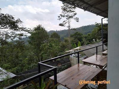 Pemandangan dari atas cafe sajati