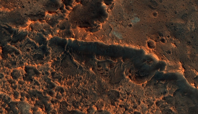 Early Mars Had Multiple Water Sources, New Study Shows