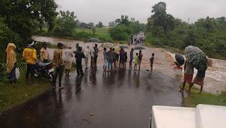 जिले मेें पिछले चैबीस घंटों में भारी बारिश, जिले की सारी नदिया उफान पर, जनजीवन अस्त-व्यस्त