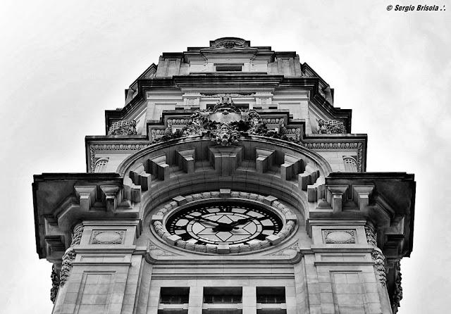 Close-up do Relógio da torre Estação Julio Prestes - Luz - São Paulo
