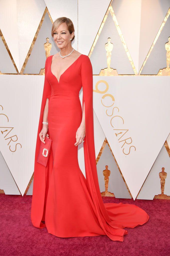 69a6ccd4258 Meryl Streep fue una de las mujeres de rojo de la noche con este vestido de  Christian Dior de manga francesa