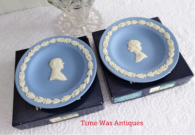 https://timewasantiques.net/products/queen-elizabeth-ii-silver-wedding-dish-pair-1972-wedgwood-dark-blue-jasper-boxed-1?_pos=1&_sid=c07e5d866&_ss=r