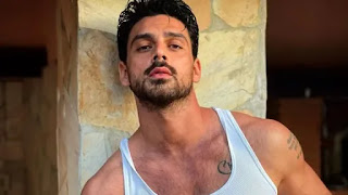 michele-morrone-of-365-day-may-soon-enter-in-bollywood