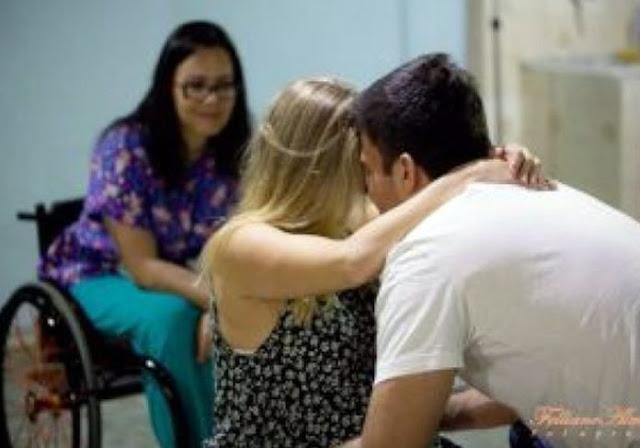 Paraplegia não impede enfermeira de fazer parto humanizado