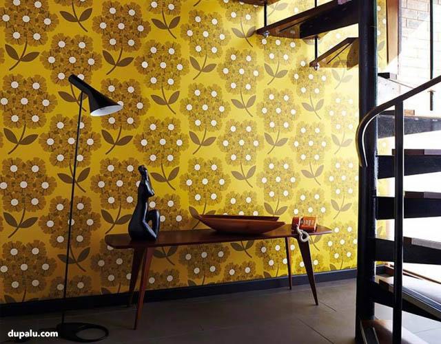 Diseño de pared con vivos colores amarillos