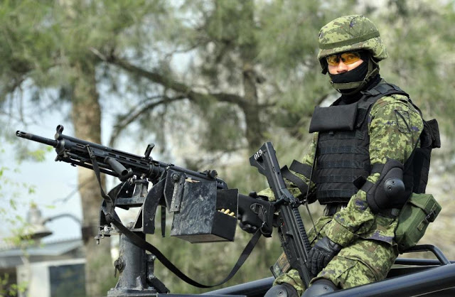 ¿Por qué si confiscan un madral de armas, vehículos modificados, no los utilizan ustedes? Dos Horas en compañía de un soldado, Honor a quien Honor Merece