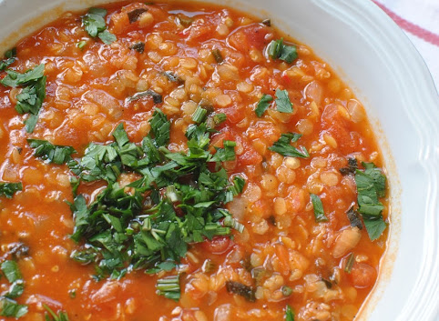 Pomidorowa zupa z czerwoną soczewicą