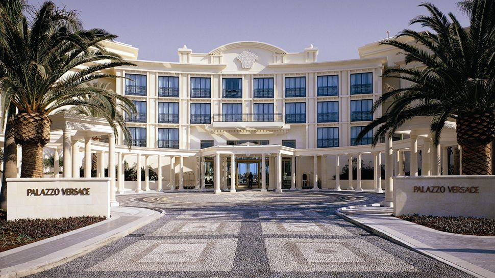 escape to paradise palazzo versace gold coast australia. Black Bedroom Furniture Sets. Home Design Ideas