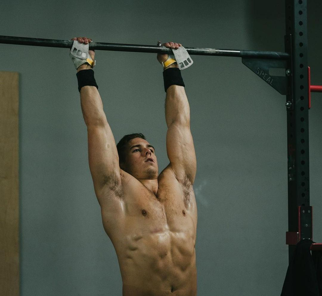 hot-guys-gym-workout-samuel-cournoyer-shirtless-fit-body-hairy-armpit