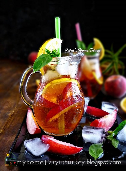 Easy Peach Iced Tea, Perfect summer drinks | Çitra's Home Diary. #peachrecipe #peachicedtea #nonalcoholbeverage #icedtea #summerdrinks #coldbeverages #estehbuahpersik #şeftaliçay