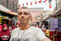 Arkadij in Petaling Street Market www.WELTREISE.tv