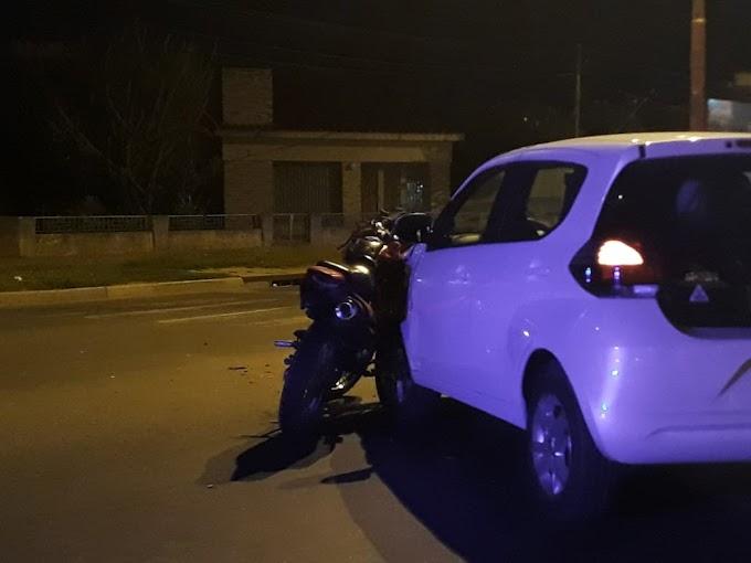 Un motociclista grave tras ser embestido por un auto en Av. San Martin y L. de la Torre