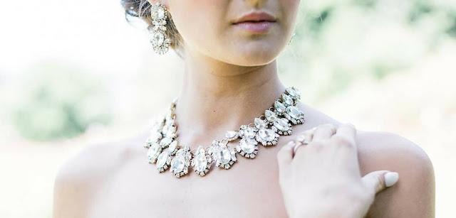 Srebrna biżuteria.