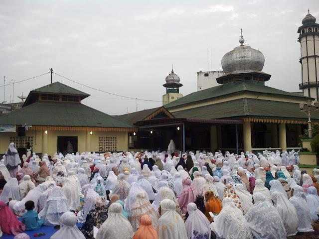 Ribuan umat muslim di Tanjungbalai melaksanakan sholat Idul Adha.
