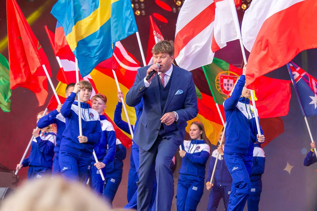 Дмитрий Губерниев на сцене