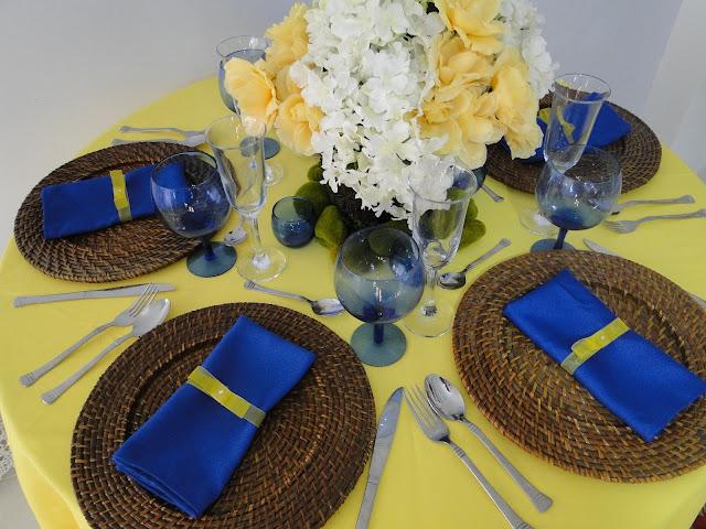 Resultado de imagem para decoraçao de casamento azul royal e amarelo