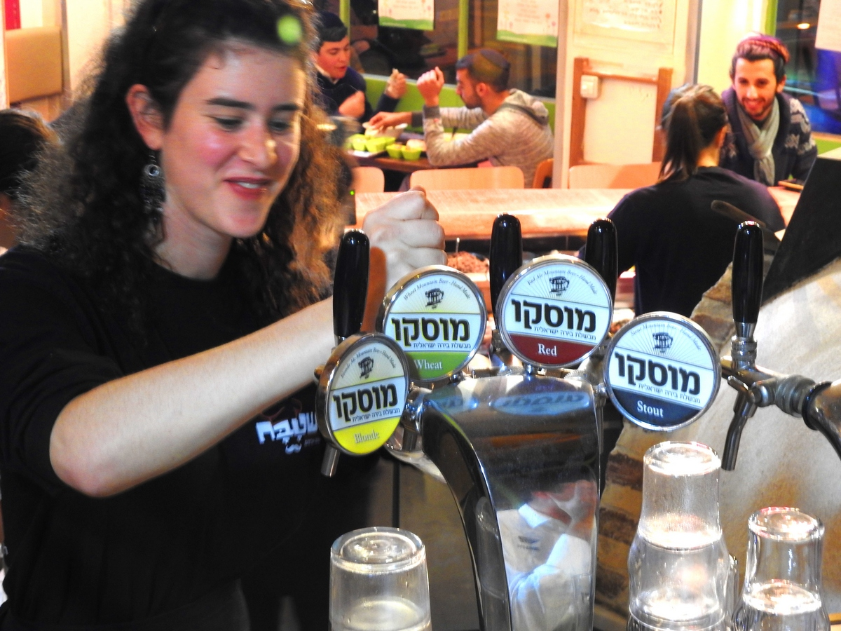 Israel brews and views craft beers on tap in machane yehuda for Assaf lebanese cuisine