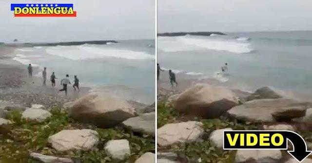 Policía de Vargas recató a un hombre que se estaba ahogando en Caraballeda