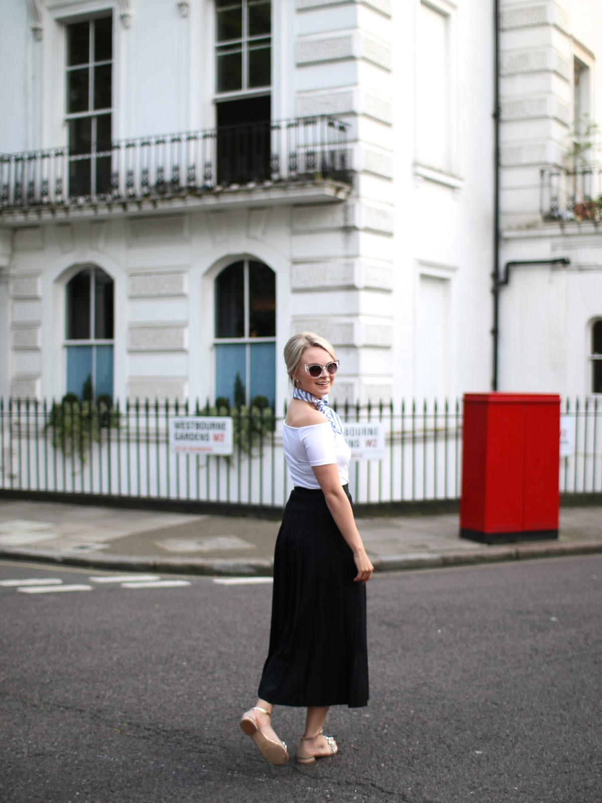 wandering notting hill in 60's outfit
