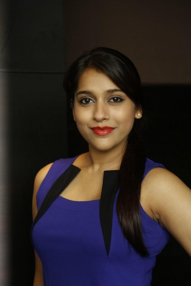 Rashmi Gautam Hot Photos - vTelugu