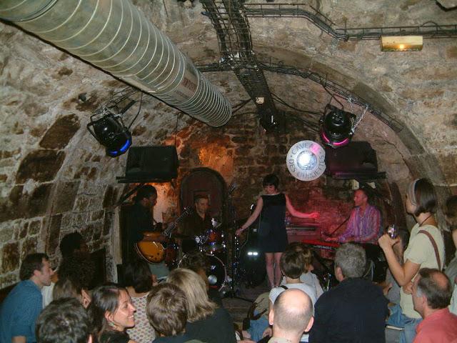 Jazz no Caveau des Oubliettes em Paris