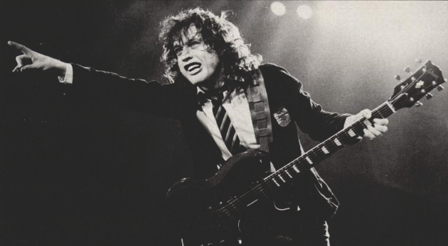 angus young 62 años
