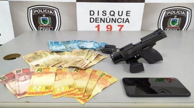 Polícia Civil de Patos prendem homem por porte ilegal de arma e também por conduzir veículo sem C.N.H