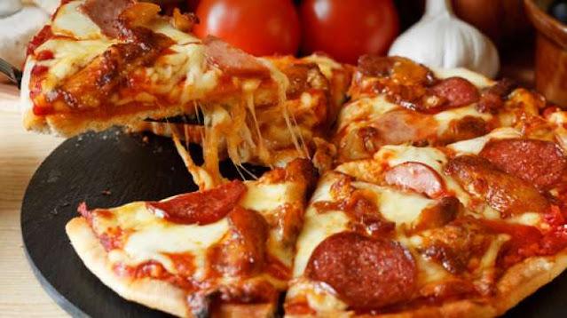 Diberi Hadiah Pizza, Ucapan Terima Kasih Ibu Ini Sukses Bikin Kaget sampai Ngakak