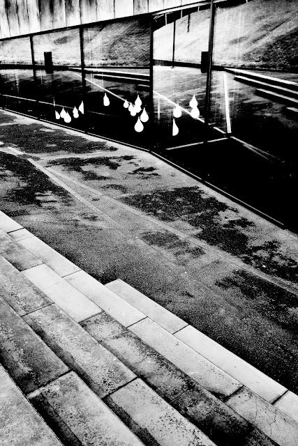 XVII Międzynarodowe Biennale Krajobrazu 2016. Definicja Przestrzeni. Fotografia krajobrazu miejskiego. Koncept. Abstrakcja. Katowice. Centrum Konferencyjne. Fotografia czarno-biała. fot. Łukasz Cyrus